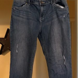 Vera Wang Cropped Jeans.